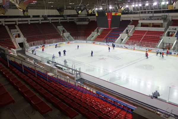 Ледовый дворец, вмещающий, к слову, 5600 болельщиков, готов принять любителей хоккея.  Впрочем, для них здесь...